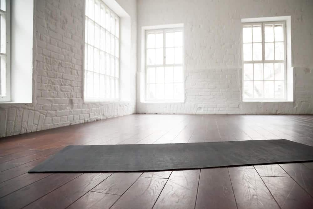 I LOVE this yoga studio design with white brick walls and refurbished wood flooring. So simple, yet so beautiful.