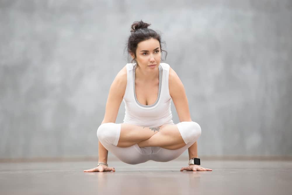 Scale pose - Tolasana