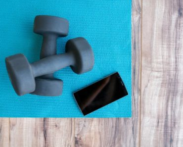 yoga mat and free weights for yoga