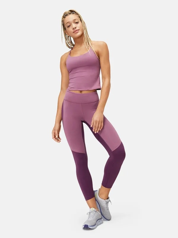 A Move Free legging in Pinot/Kalamata from Outdoor Voices.